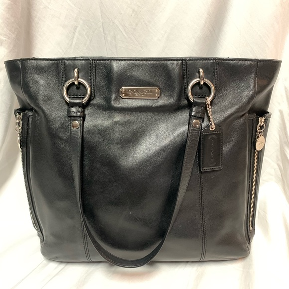 Coach Handbags - Coach 19456 Handbag Black Leather Zipper Tote -EUC